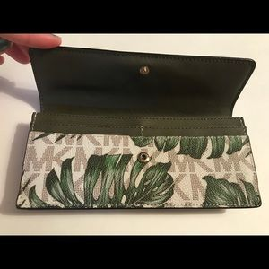 Michael kors palm leaves wallet!